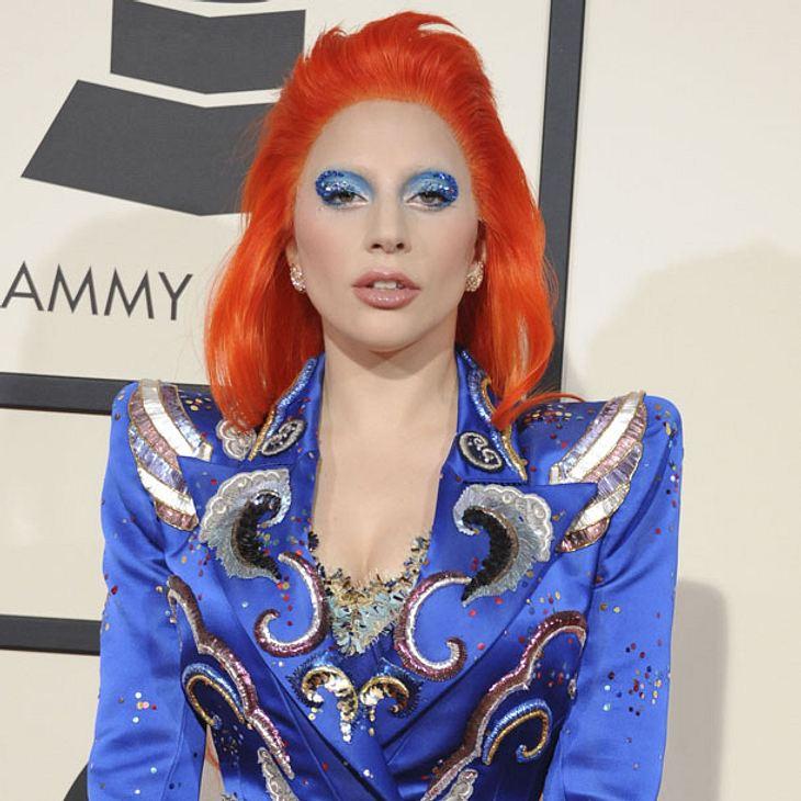 Lady Gaga ehrt David Bowie bei den Grammys