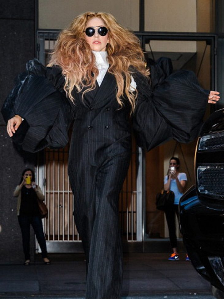 Lady Gaga zeigte sich im Riesen-Jumpsuit!