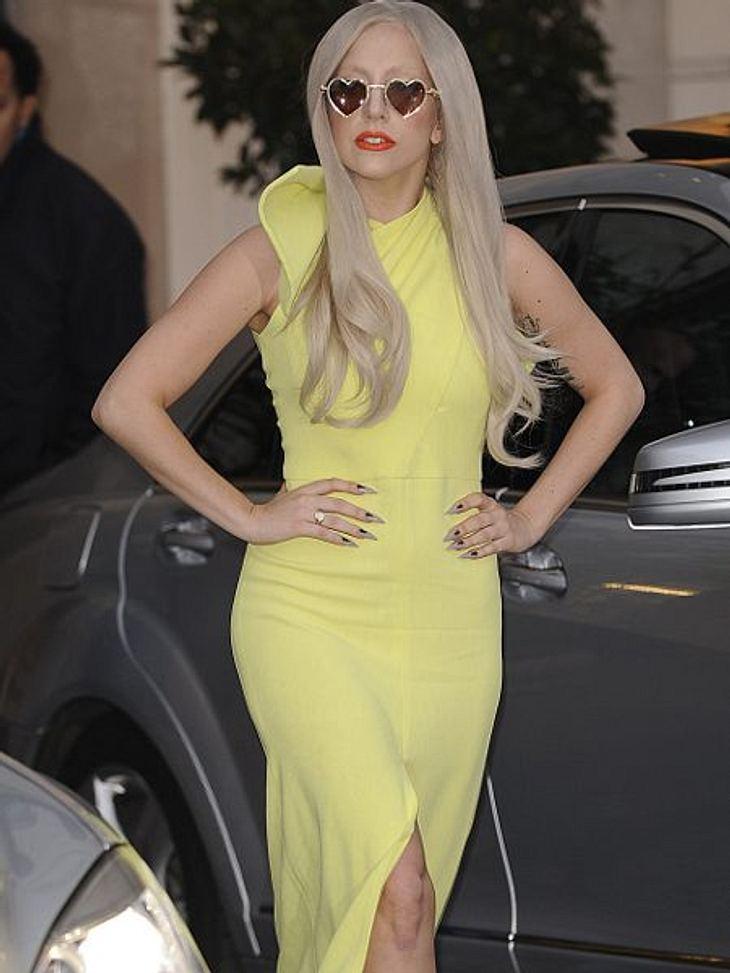 Star-Style: GelbBei Lady Gaga (25) ist ein gelbes Kleid in diesem Stil eher unauffällig. Was zur Abwechslung mal gar nicht so schlecht ist.