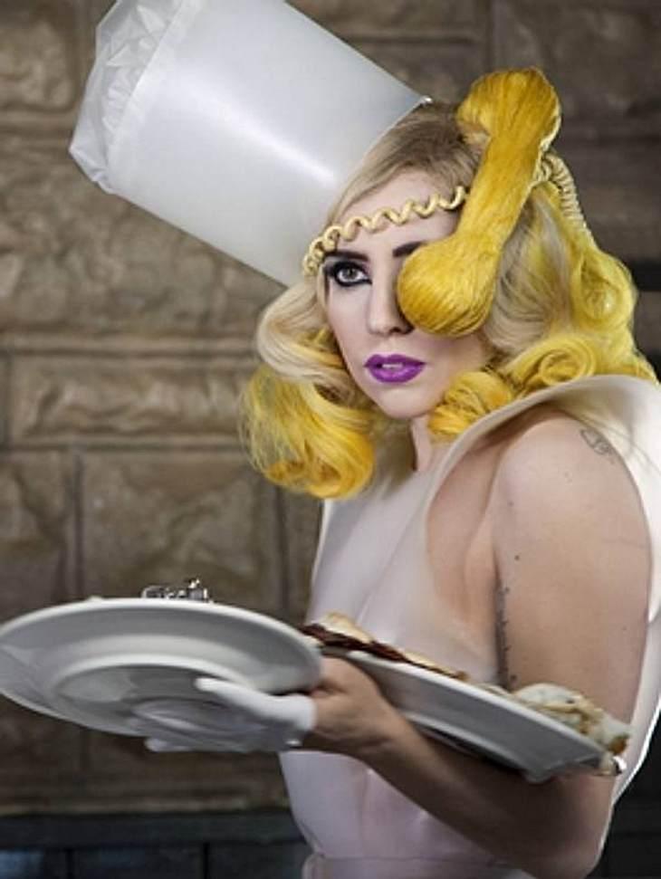 Die Macken der StarsDas Handy darf ihr nicht zu nahekommenEine SMS schreiben? Geht gerade noch! Aber mobil telefonieren kommt für Lady Gaga (26) nur mit Sicherheitsabstand infrage. Denn die Skandal-Sängerin hat tierische Panik vor Handy-Str