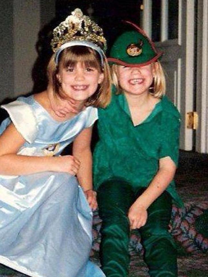 Larissa Marolt und ihre Schwester in trauter Eintracht