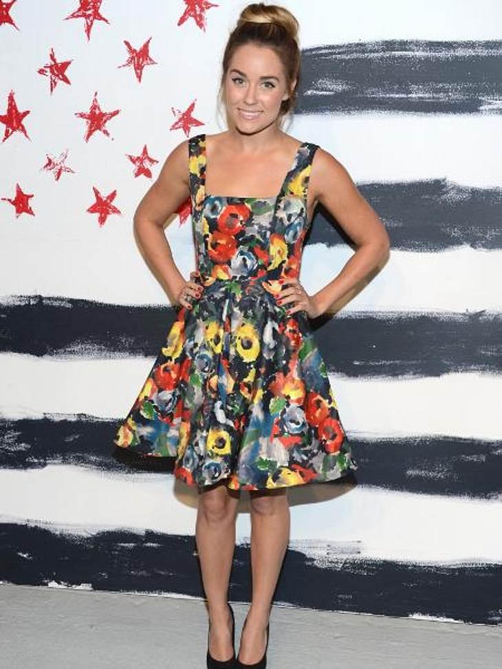 Mustergültig! Die Stars lieben jetzt bunte Print-KleiderWie ein bunter Strauß Herbstblumen: Lauren Conrad (26) sieht in diesem Blümchenkleid einfach zuckersüß aus.