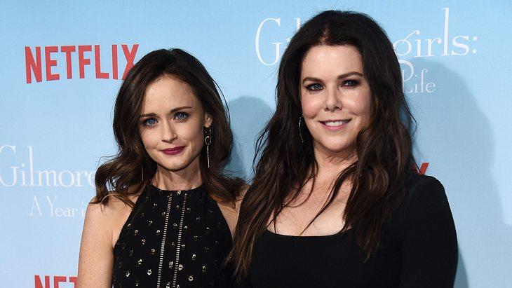 """Lauren Graham und Alexis Bledel bei der Premiere von """"Gilmore Girls: Ein neues Jahr"""""""
