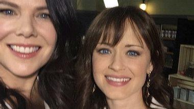 Lauren Graham und Alexis Bledel freuten sich über ihr Wiedersehen - Foto: Twitter /Lauren Graham
