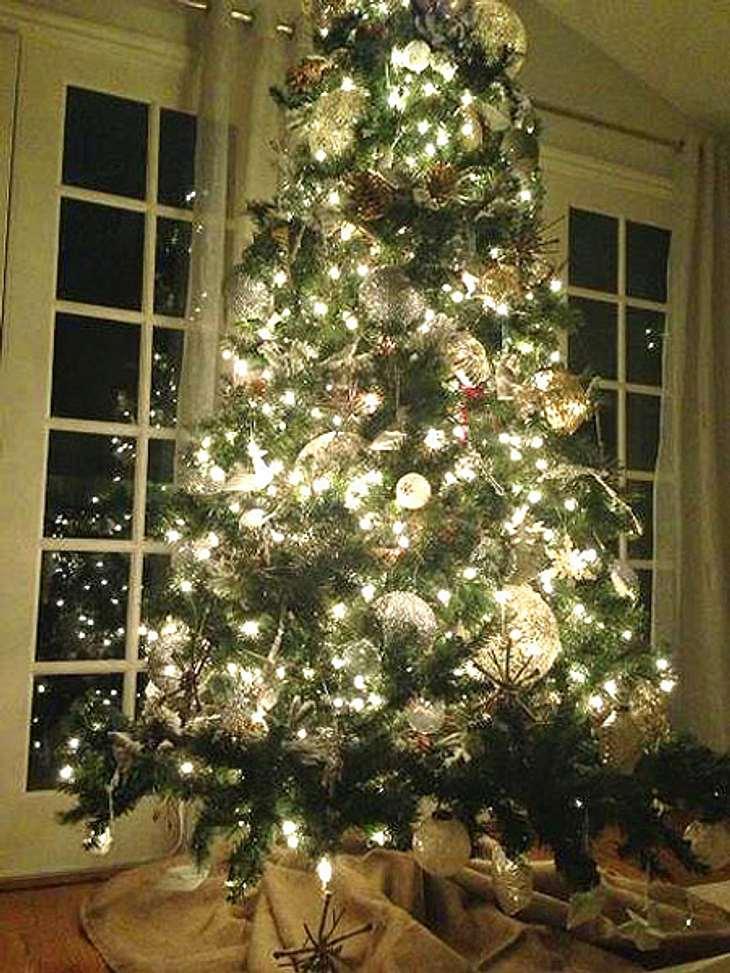 Ho Ho Ho - Stars im WeihnachtsfieberSchon zu Halloween dekorierte LeAnn Rimes (30) was das Zeug hielt. Und auch zu Weihnachten hält sie sich nicht zurück. Ein Traum von einem Weihnachtsbaum!
