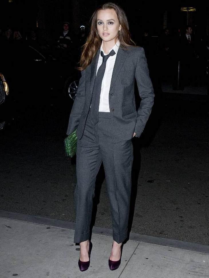 Boyfriend-Style: Ladys im AnzugDie Ladys in Hollywood stehen zur Zeit total auf den maskulinen Look. Sie drehen den Boyfriend-Style noch ein bisschen weiter und tragen statt weiter Jeans mit Hemd einen leger geschnitten Anzug - mit Krawatte