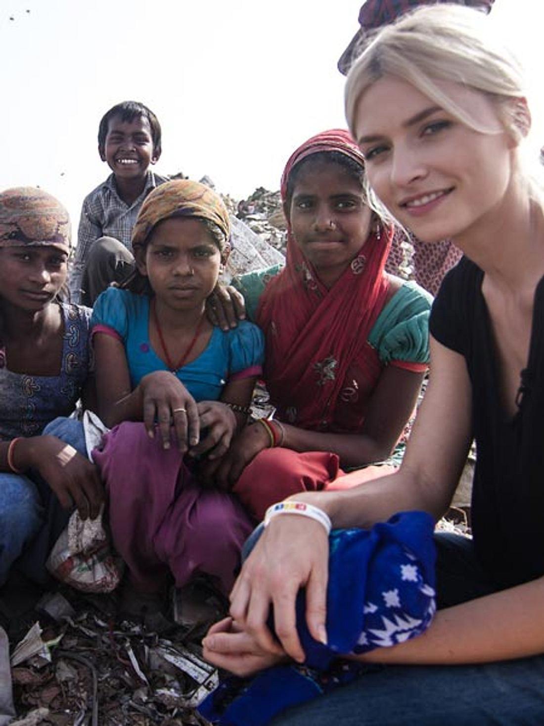 Lena Gercke besuchte Kinder in den Slums von Indien