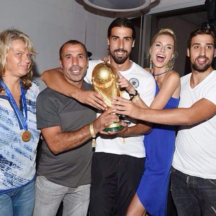 Lena Gercke und Sami Khedira feiern mit den Schwiegereltern