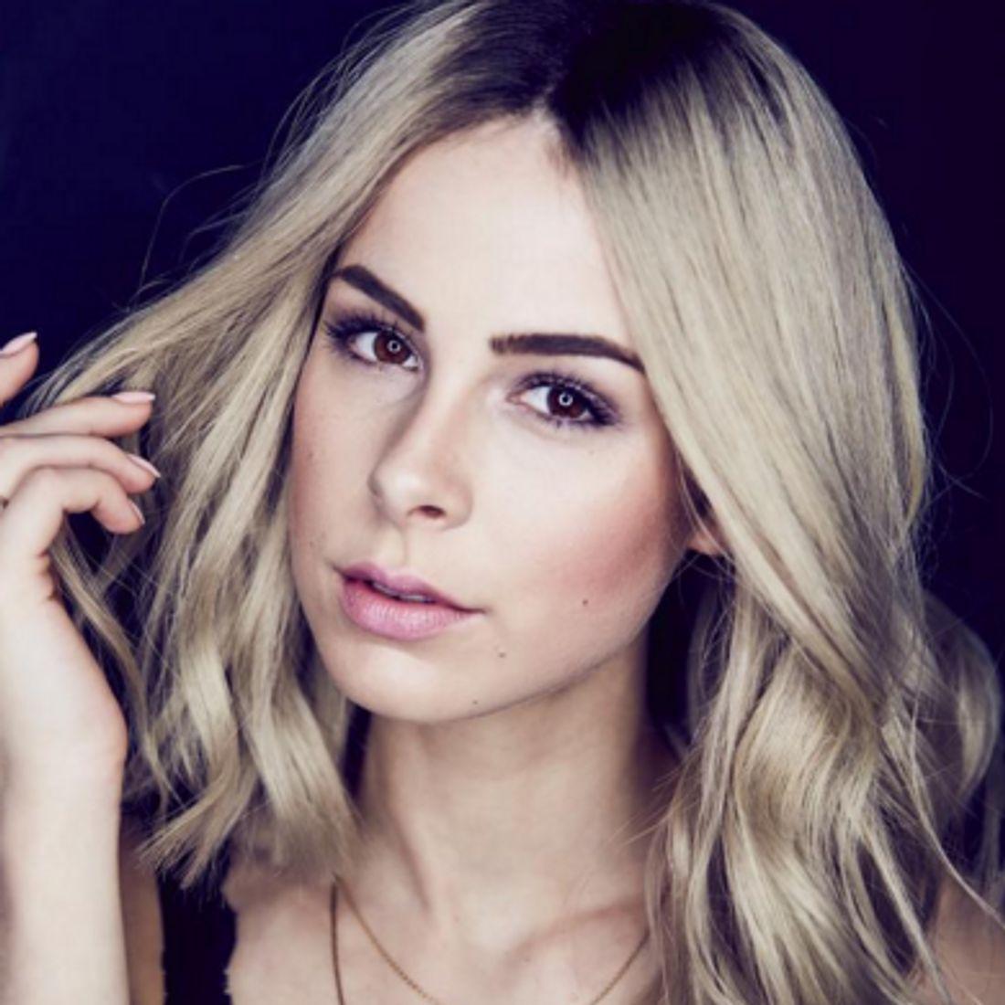 Lena überrascht ihre Fans mit blonden Haaren