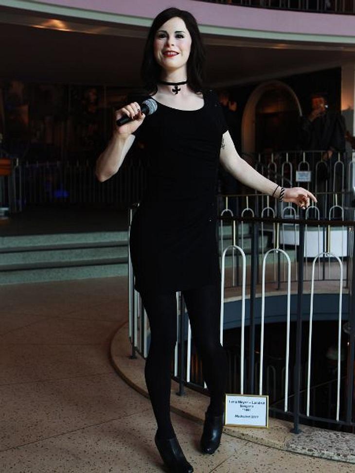 Ein schlechtes Beispiel einer Wachspuppe ist Lena Meyer-Landrut. Sie sieht aus, als wäre sie einem Horrorstreifen entsprungen.