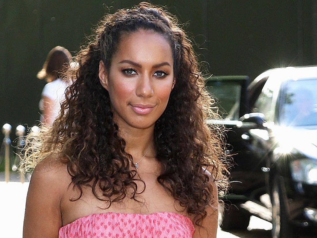 Sängerin Leona Lewis ahnte nichts Böses - da schlug ihr ein Unbekannter plötzlich mitten ins Gesicht!