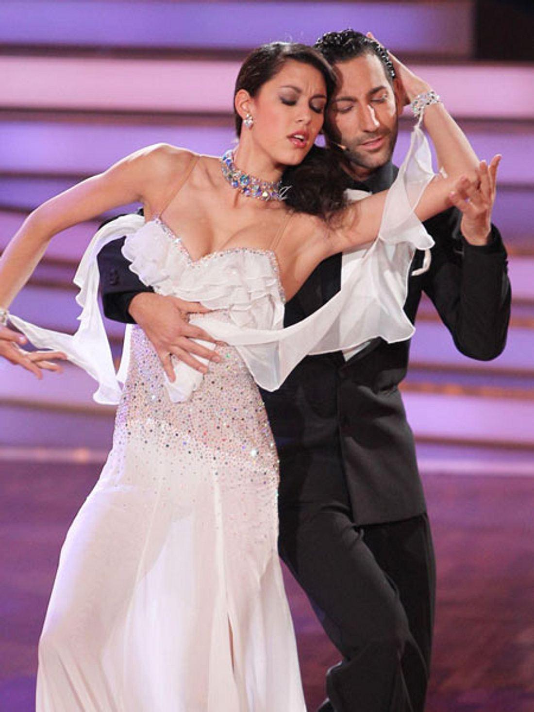 """""""Let's Dance"""": Rebecca und Massimo schmusen nicht nur auf dem Parkett"""