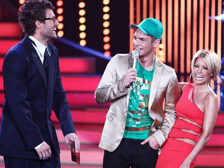 """Let's Dance: Das Halbfinale,Während der Pause trat der neu gekürte """"Superstar"""" Pietro Lombardi auf und sang seinen ersten Hit """"Call my Name"""". Alle Infos zu """"Let's Dance"""" im Special bei RTL.de: www.rtl.de/cms/un"""