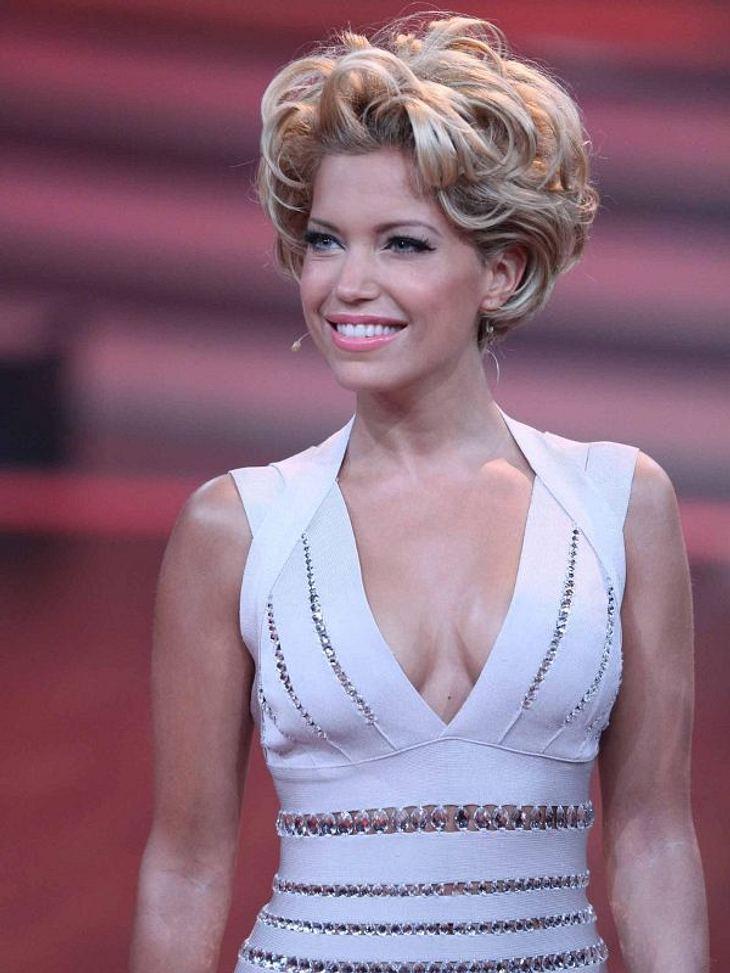 Let's Dance Folge 7 ,Sylvie van der Vaart hat sich zur siebten Folge von Let's Dance ihr schönstes Barbie-Kleid angezogen und empfing die aufgeregten Tanzpaare. In dieser Sendung wurde nämlich entschieden, wer zu den Top 3 Kandidaten zählt.