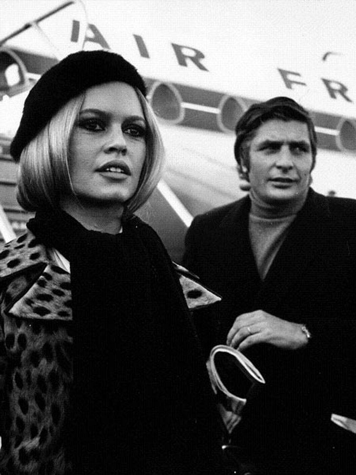 Liebesbeweise der StarsLetzte große Gentleman-Playboy Gunter Sachs (†78) wusste, wie man Frauen glücklich macht. Er ließ für seine Angebetete Brigitte Bardot (78) tausende rote Rosen aus einem Helikopter auf ihr Anwesen regnen... Welche Fra