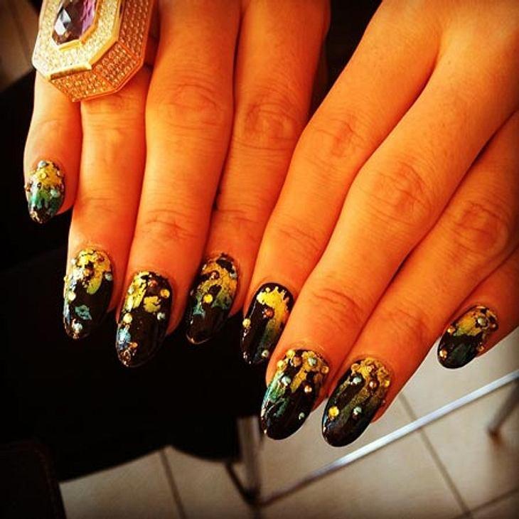 Lily Allen setzt bei ihrer Nägeln auf das Motto: Klotzen statt kleckern.