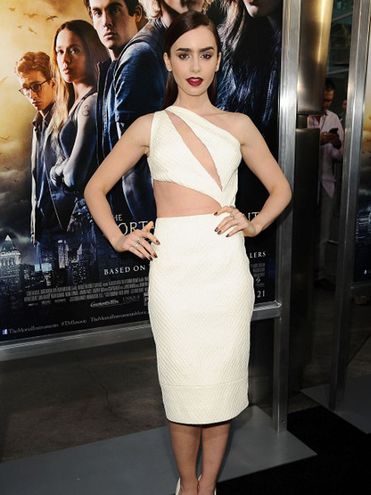 Lily Collins in sexy Cut-Out-Dress