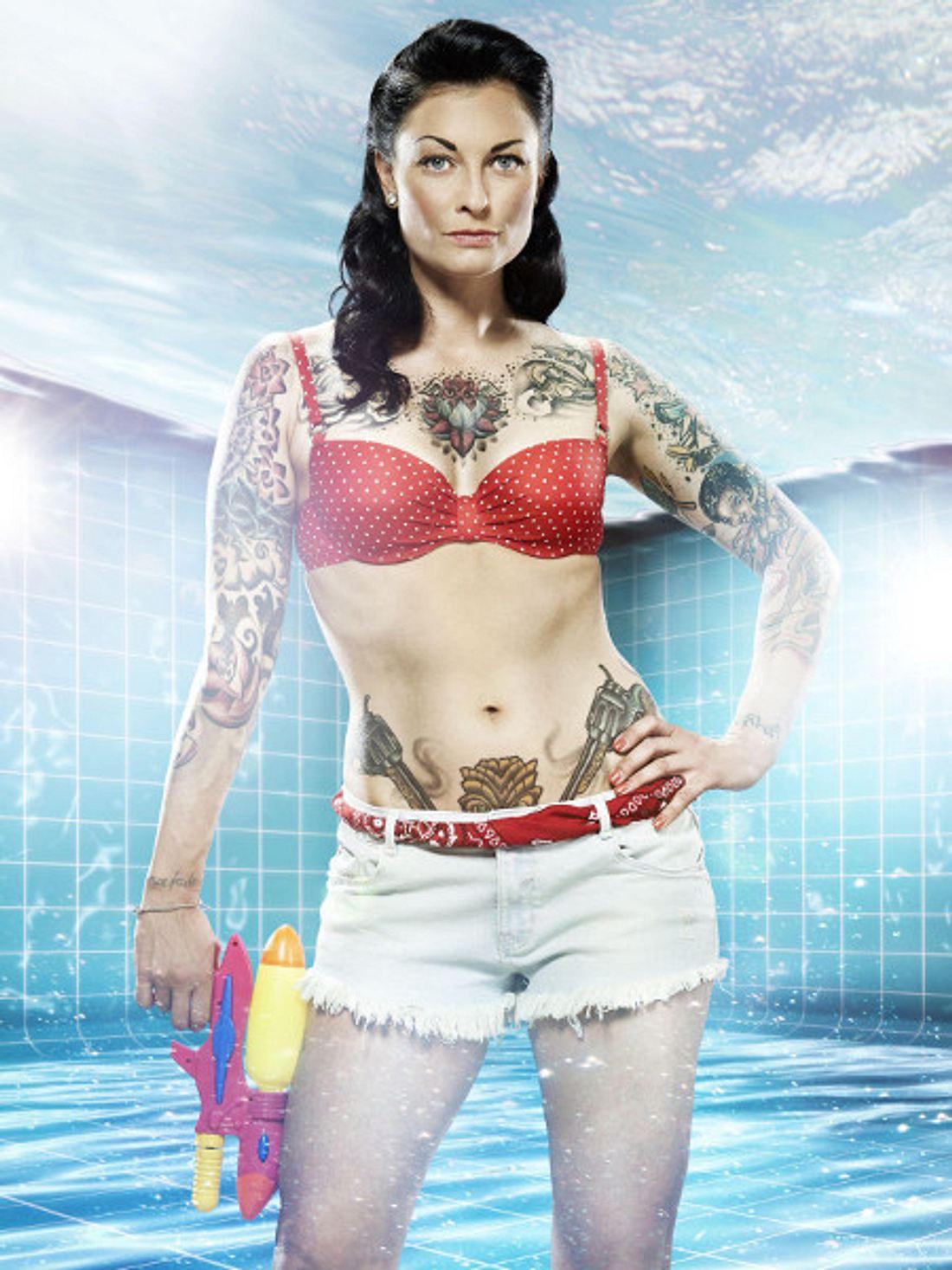 """Lina van de Mars zeigt ihren Körper bald bei """"Pool Champions""""."""