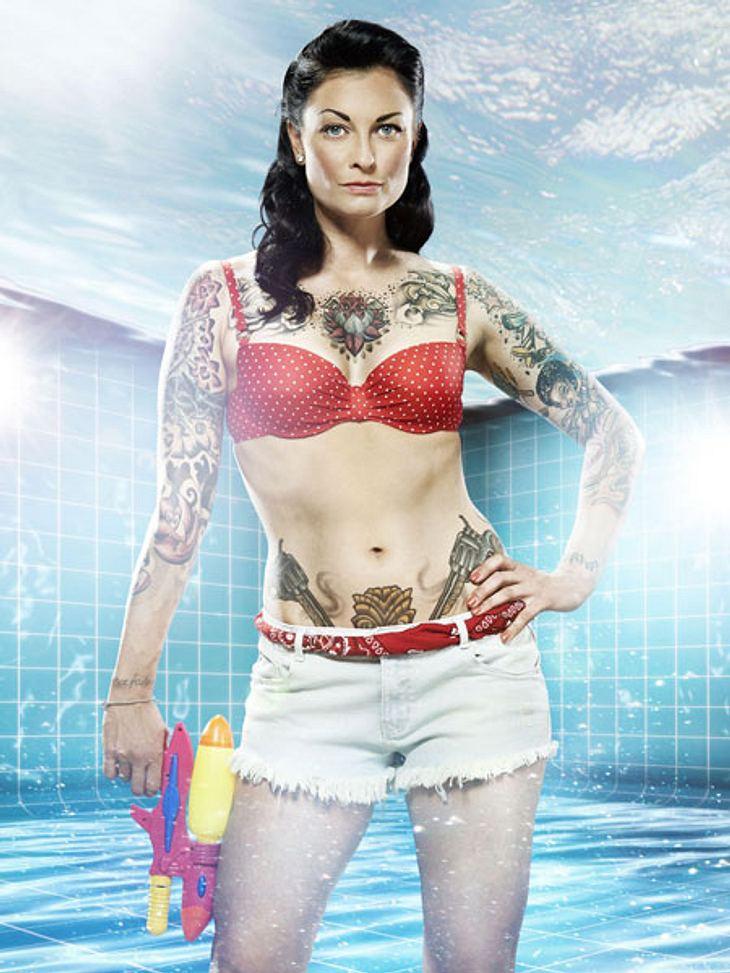 Pool Champions: So heiß sind die Fotos der Promis!Lina van de Mars (33) machte sich als DMAX-Moderatorin einen Namen. Sie gilt als toughe Kämpferin. Gehört sie damit zum Favoritenkreis?