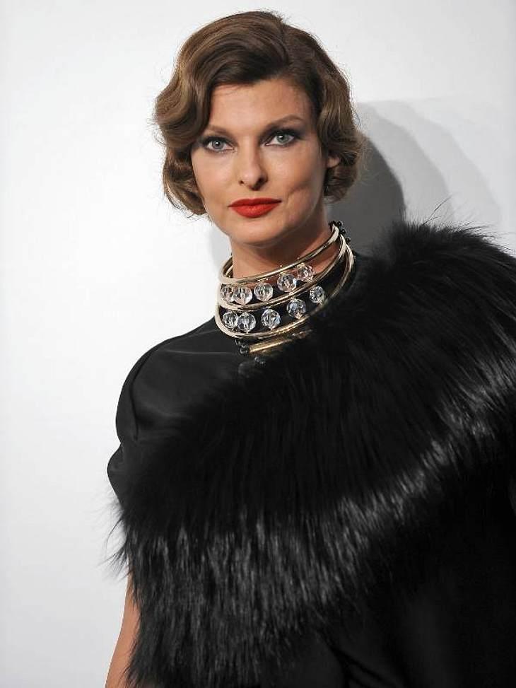 Mondäner Wärmespender: Model Linda Evangelista trägt Pelz - wir hoffen auf Fake-Fur!