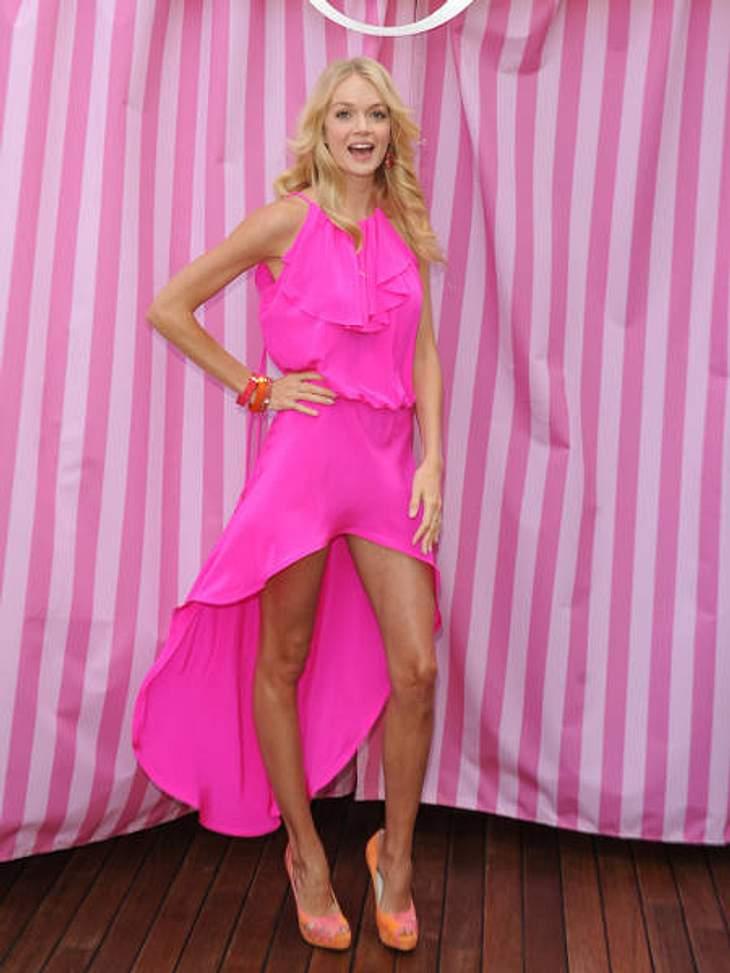 """Die Stars lieben Vokuhila-KleiderPretty in Pink! Bei """"Victoria's Secret""""-Engel Lindsay Ellingsons (27) Vokuhila-Kleid stimmt einfach alles: tolle Farbe, toller Schnitt - einfach zum neidisch werden!"""