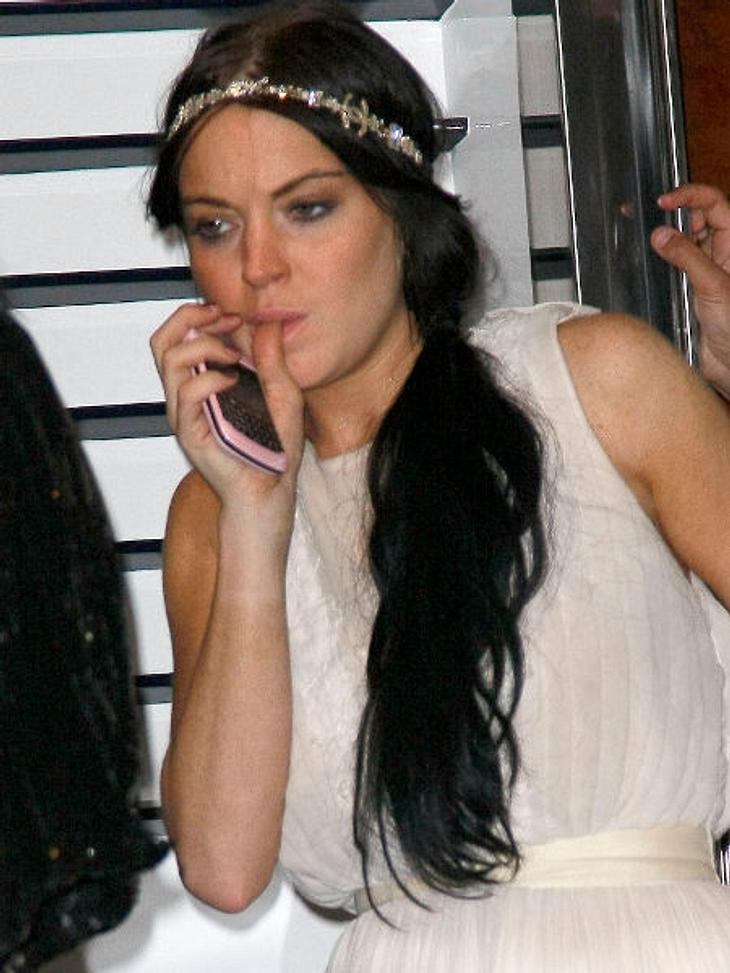 Lindsay Lohan: Hauptsache peinlich!Nervös? Lindsay Lohan ganz ungeniert beim Nägelkauen. Lecker!