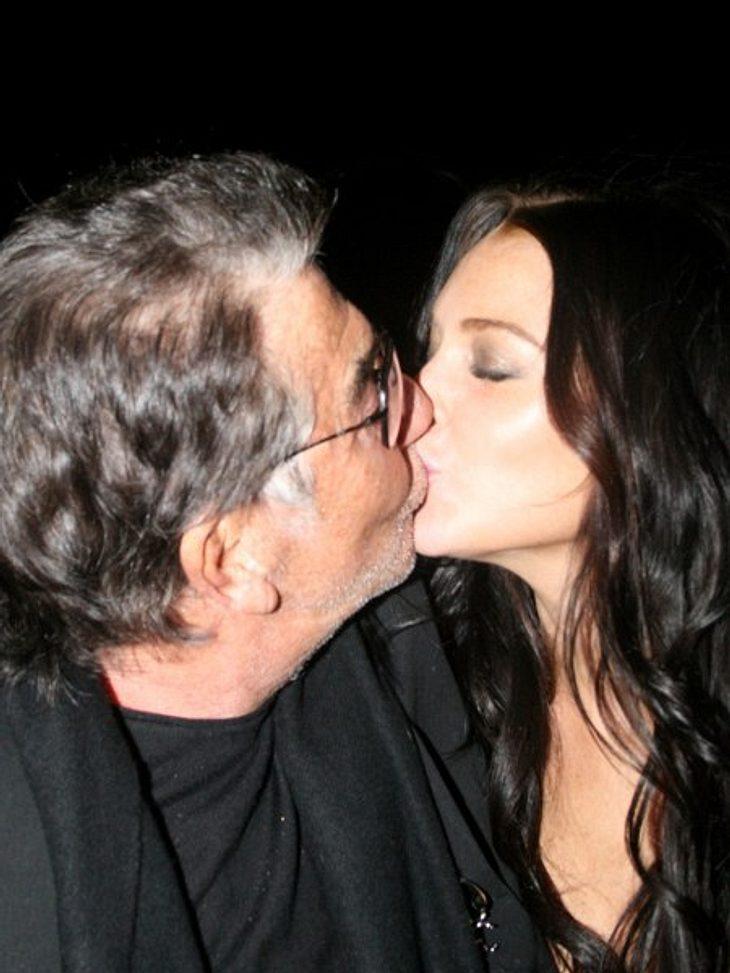 Lindsay Lohan: Hauptsache peinlich!Bussi, Herr Cavalli! Wenn Lindsay Lohan einen gezwitschert hat, dann knutscht sie mit allem, was ihr vor die aufgespritzten Lippen kommt. Hier ist Designer Roberto Cavalli LiLos Opfer.