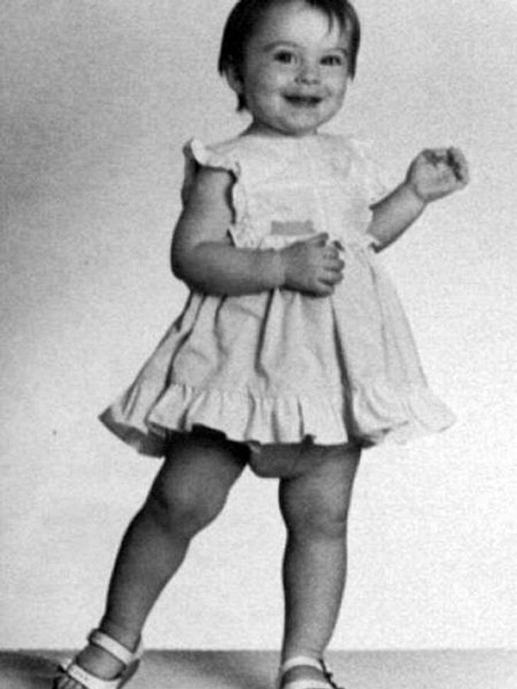 Die Kinderfotos der StarsBei diesem Anblick würde man nicht vermuten, dass dieses Mädchen später verstärkt mit Alkohol, Drogen und kleinen Delikten zu tun hat.