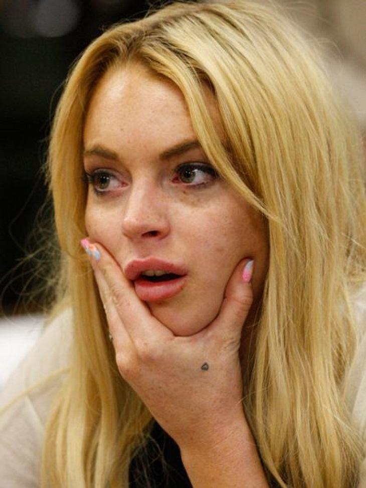 Die Liebes-Tattoos der StarsWer genau hinguckt, sieht das klitzkleine Herz an Lindsay Lohans (26) Hand. Größer war ihre Liebe zu Samantha Ronson (35), für die das Tattoo bestimmt war - aber eben auch nicht so langlebig.