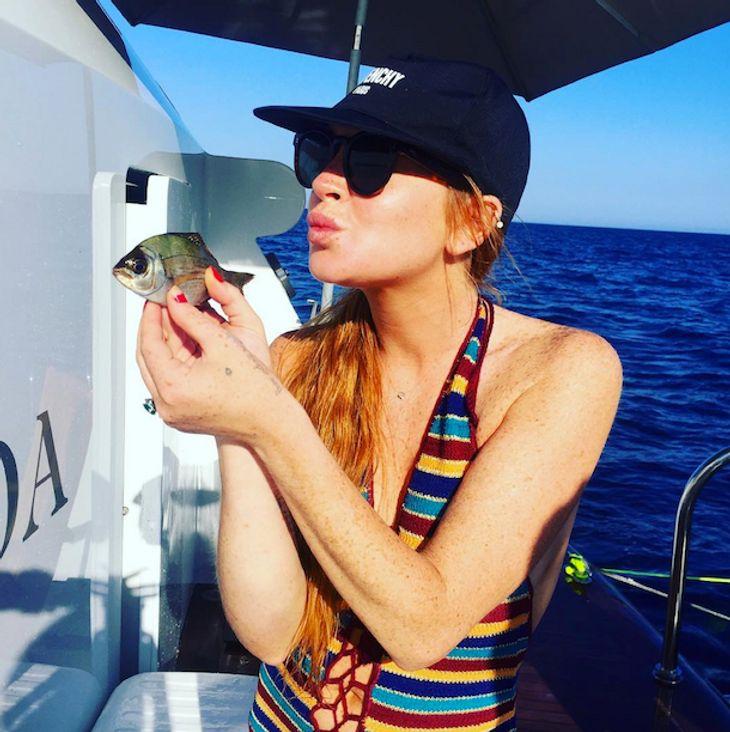 Lindsay Lohan: Mit Zigarette und Bier beim Bootsausflug