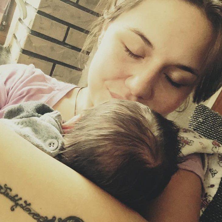 Lisa Wohlgemuth im Mutterglück