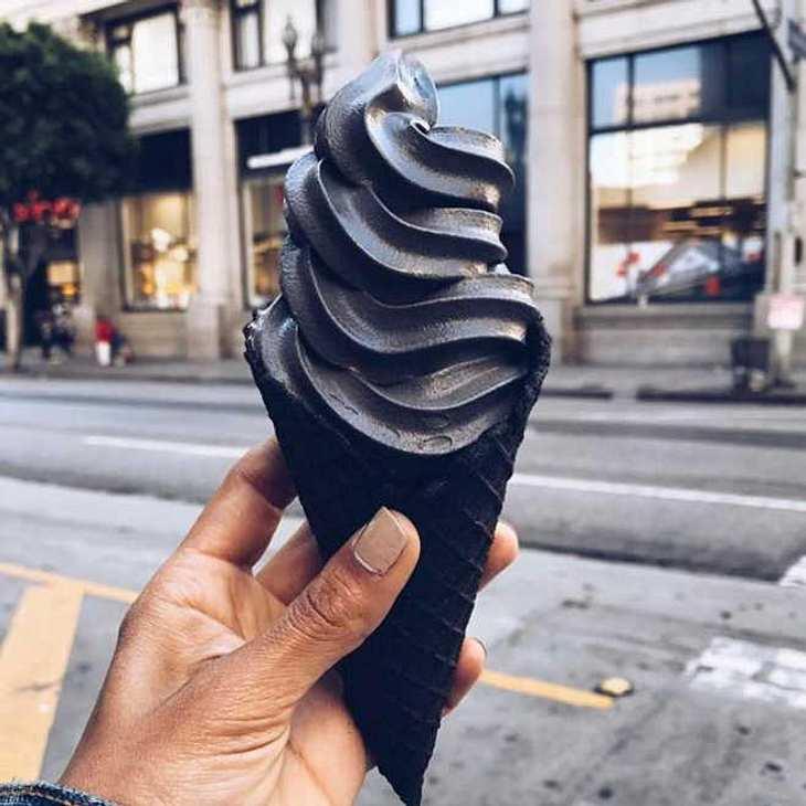 Little Damage begeistert die Instagram-Welt mit schwarzem Eis!