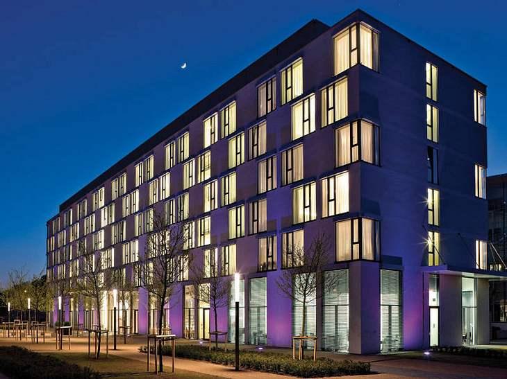 """Im Hotel """"INNSIDE by MELIÁ"""" in Düsseldorf könnt ihr Euch nach einem gelungenen """"The Dome""""-Besuch in die Federn fallen lassen und den nächsten Morgen mit einem ausgiebigen Frühstück beginnen."""