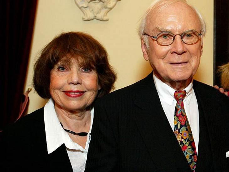 """Vicco von Bülow alias """"Loriot"""" ist tot - Bilder einer Humoristen LegendeVicco von Bülow war seit 1951 mit Rose-Marie verheiratet. Sie hatten zwei Töchter und zwei Enkelkinder. >> Die vollständige Fernseh-Edition (6 DVDs) gle"""