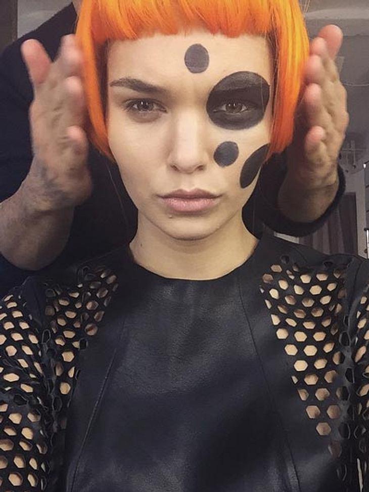 Luisa Hartema trägt jetzt orange