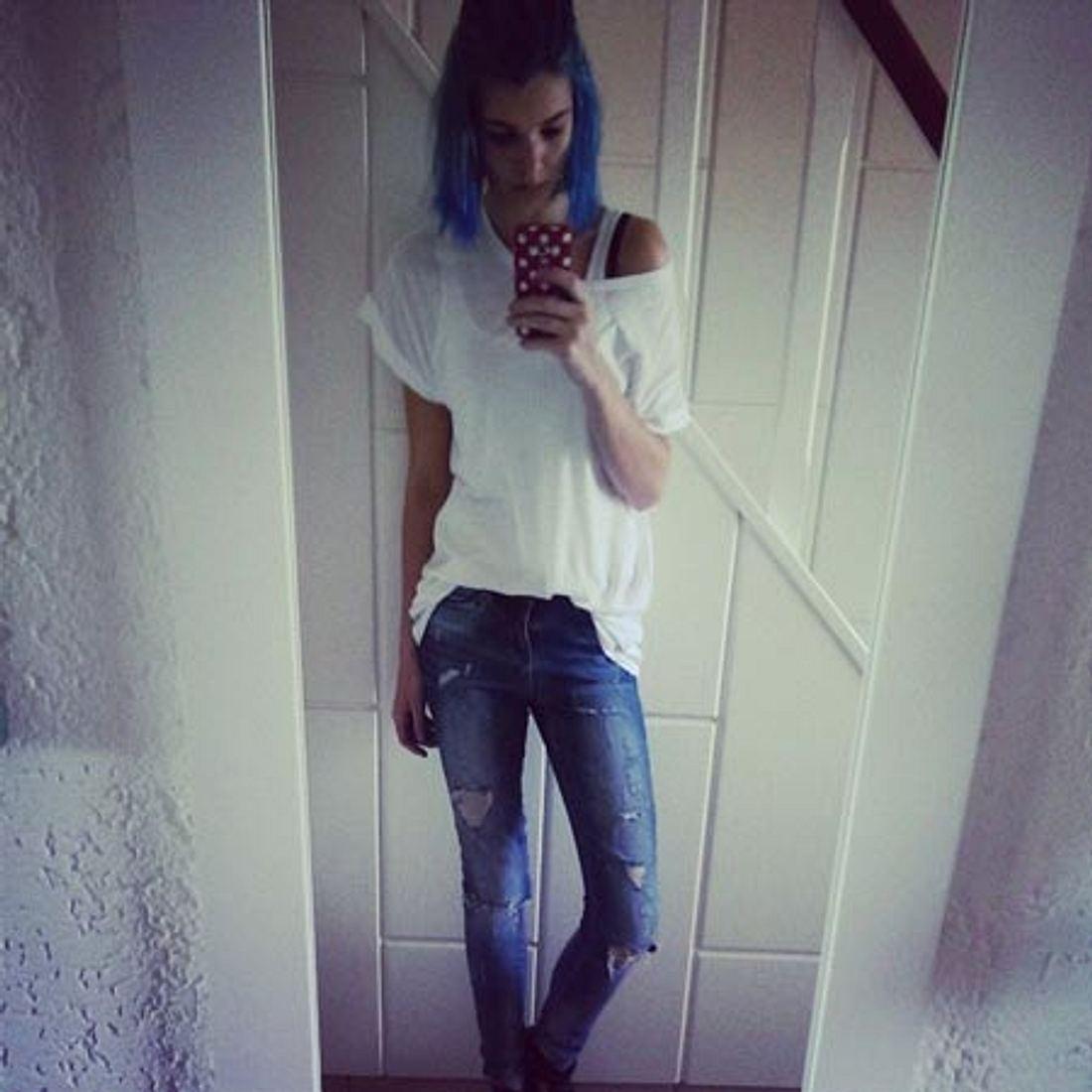 Luisa Hartma hat jetzt blaue Haare
