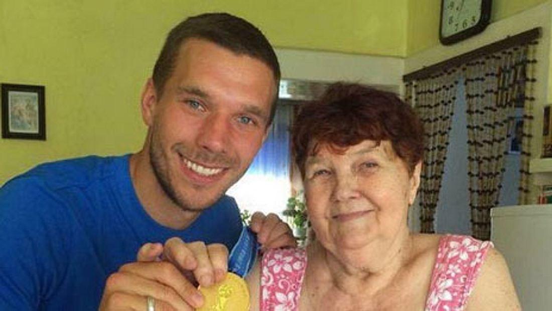 Lukas Podolski trauert um seine Oma