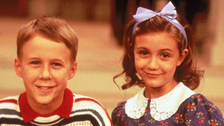 """Gracie Sheffield mit ihrem Bruder Brighton in """"Die Nanny"""""""