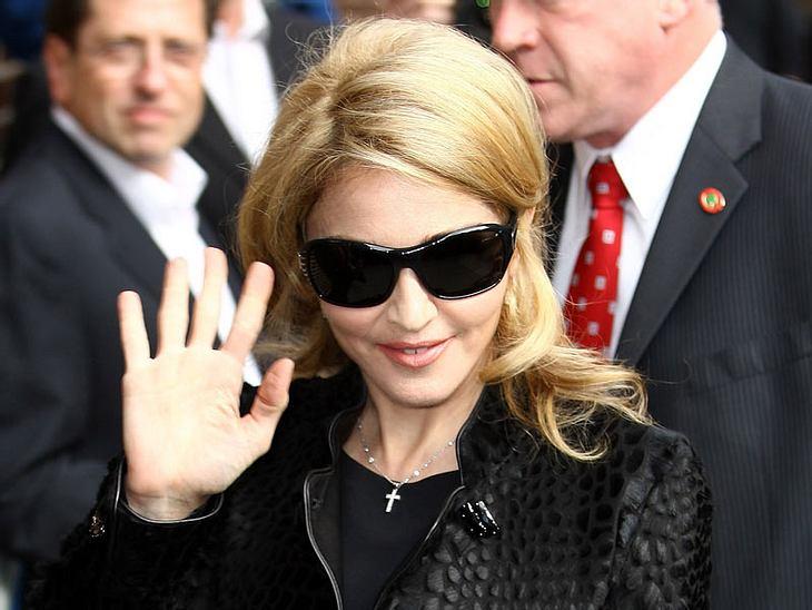 Überraschendes Beziehungs-Aus bei Madonna! Die Sängerin hat sich von Trainerin Tracy Anderson getrennt. Madonna: Trennung von der Mucki-Frau