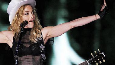 Ruhe in der Kiste! Weil Madonna beim Tanztraining in ihrer New Yorker Bude zuviel Lärm macht, wollen ihre Nachbarn jetzt gerichtlich gegen die Sängerin vorgehen. Madonna: Zu laut für die Nachbarn - Foto: GettyImages