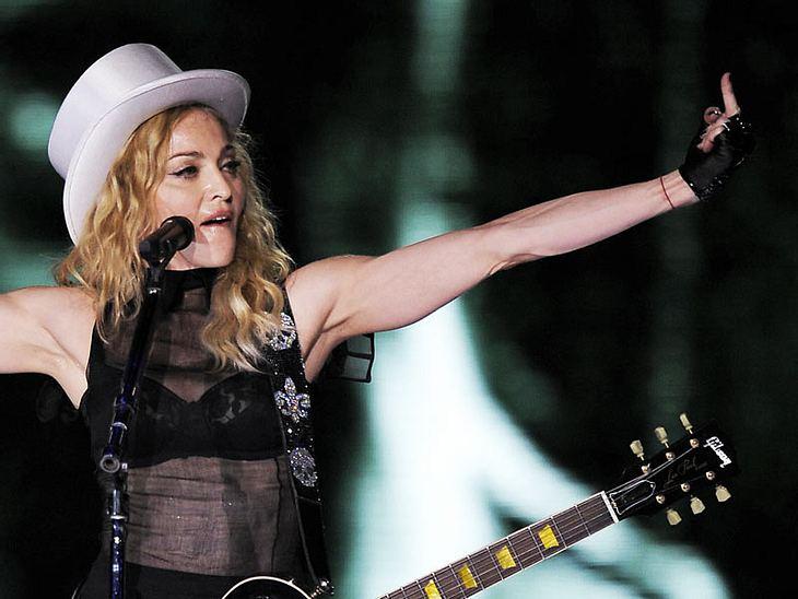 Ruhe in der Kiste! Weil Madonna beim Tanztraining in ihrer New Yorker Bude zuviel Lärm macht, wollen ihre Nachbarn jetzt gerichtlich gegen die Sängerin vorgehen. Madonna: Zu laut für die Nachbarn