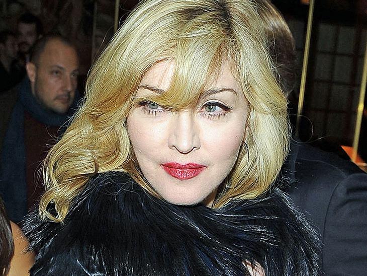 Pflicht in der Garderobe von Madonna: Ein neuer Toilettensitz, Kabbala-Wasser und drei Kerzen gegen negative Schwingungen.