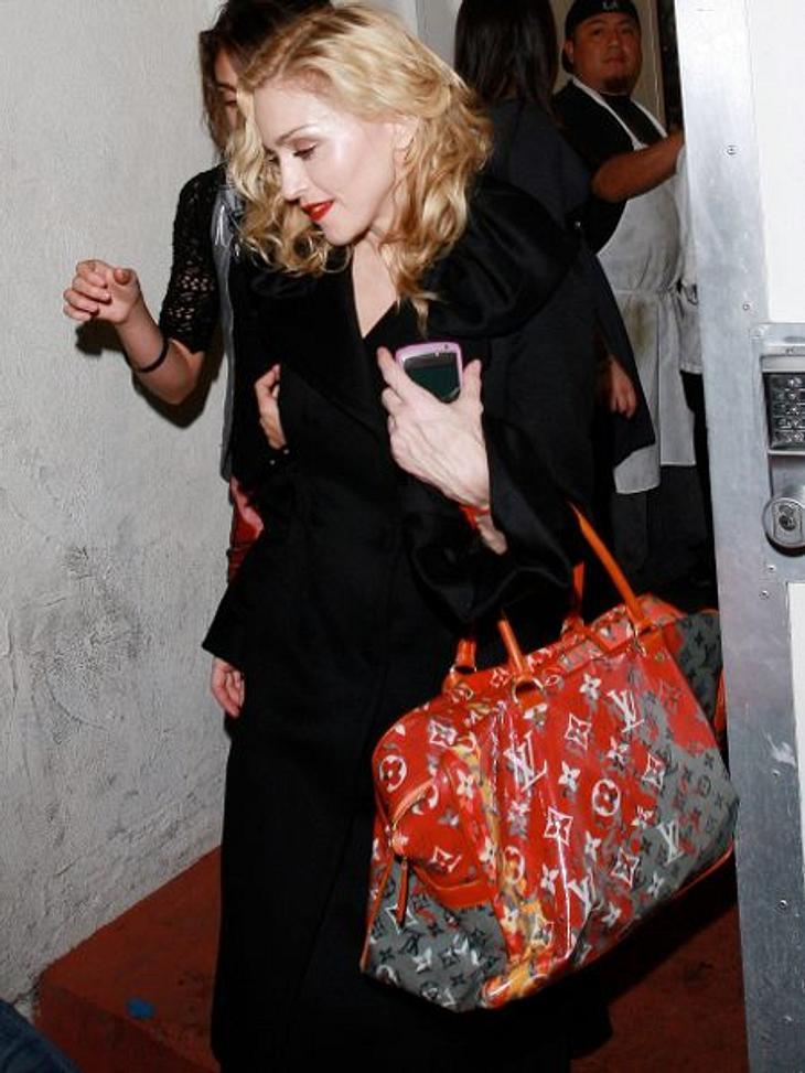 Die Stars und ihre Louis Vuitton Taschen Auch Madonna kauft von Louis Vuitton die ausgefallenen Fashion-Taschen. Kosten 2.000 bis 3.000 Euro