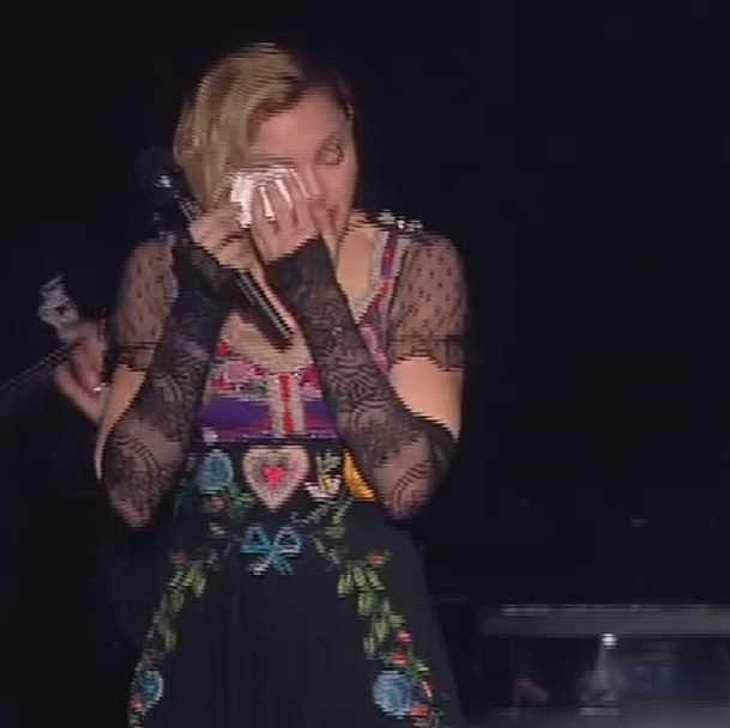 Madonna gedenkt unter Tränen den Opfern nach Paris-Anschlägen!