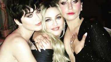 Beweisfotos für den Regelverstoss gibt es reichlich. Katy Perry, Madonna und Lady Gaga fallen hier in Ungnade - Foto: Instagram / Madonna