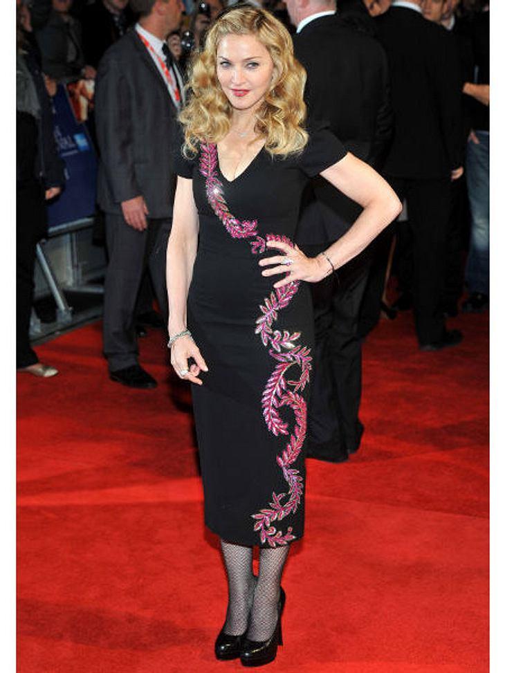 Star-Style: Die größten Fashion-Fiaskos im NovemberRanken-Risiko: Auch Madonna wird nicht jünger. Und bei dieser Kleiderwahl kann sie nicht mal so tun als ob. Denn vor allem der Rockteil wirkt schon sehr altbacken.