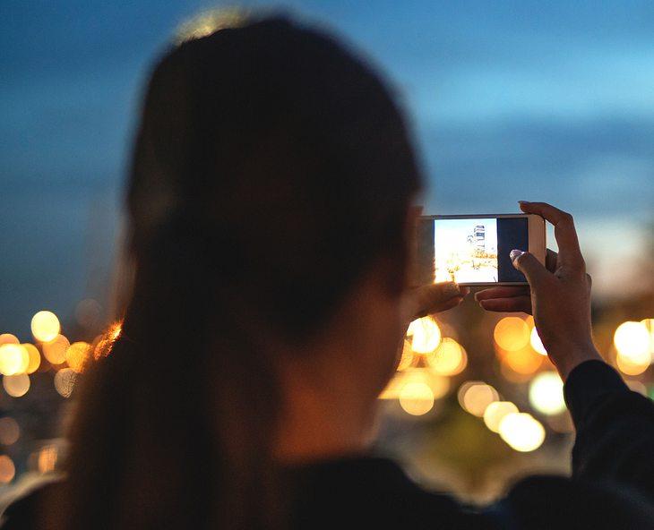 Mädchen macht Selfie und stirbt (Symbolfoto)
