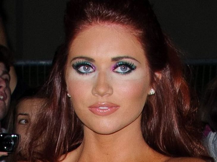 Die Make-Up-Pannen der StarsModel und TV-Star Amy Childs (22) wollte nur ihre Augenschatten gekonnt abdecken und hat es so überhaupt nicht hinbekommen.