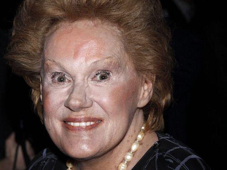 Die Make-Up-Pannen der StarsSchauspielerin und Sängerin Tammy Grimes (78) ist ebenfalls dem Concealer zum Opfer gefallen.