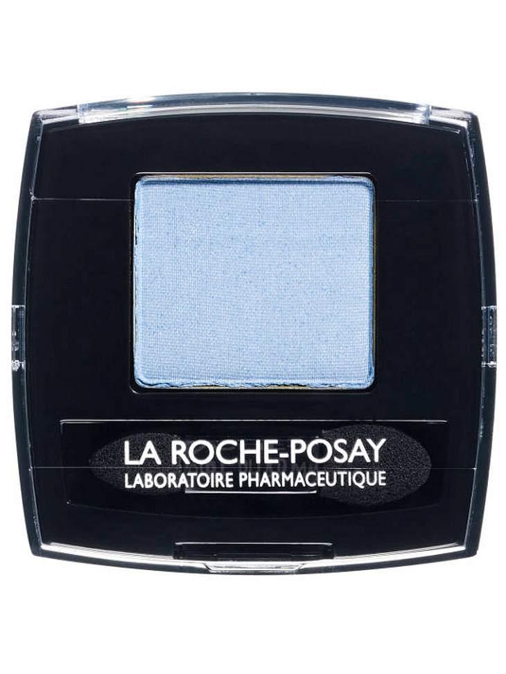 ,Make-up-Trends: Blaue LiderDann das bewegliche Oberlid mit hellblauem Lidschatten (z. B. von La Roche-Posay) schattieren.